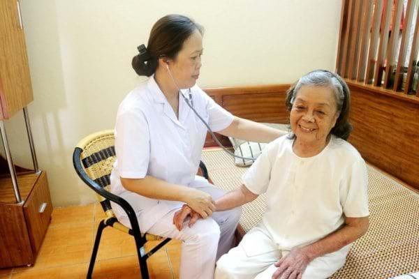 """Đau khớp mãn tính và thói quen chữa bệnh """"ăn xổi"""" của người Việt"""